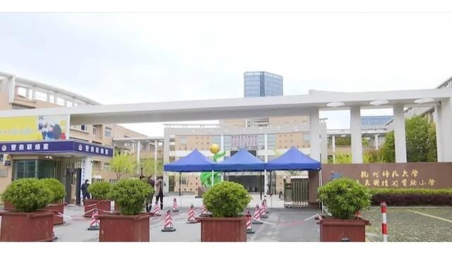 设置门岗安检门打造安检通道,加强校园管理,营造安定育人环境