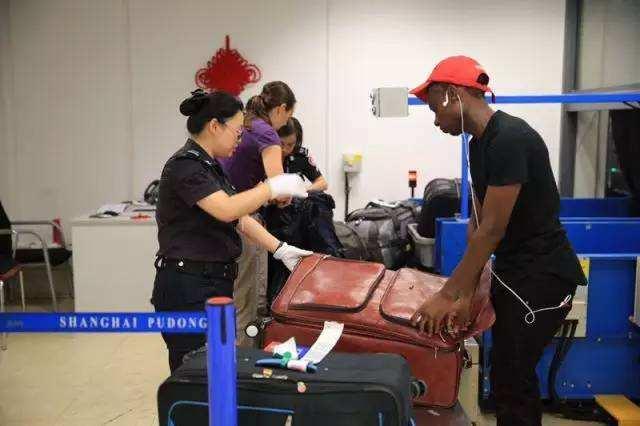 行李安检机