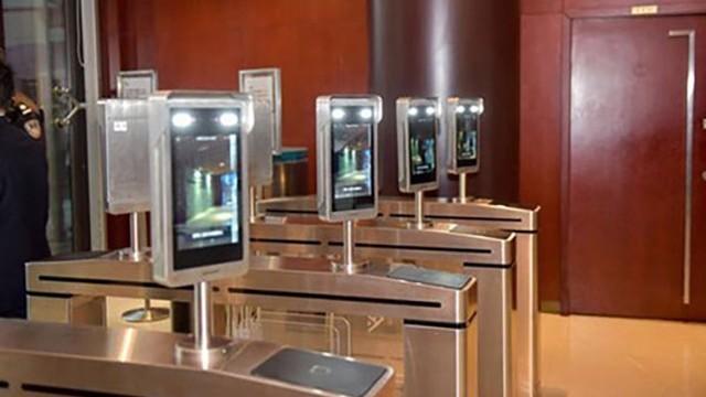 人脸识别闸机来加强工厂的安全管理,省人工,3倍管理通行效率