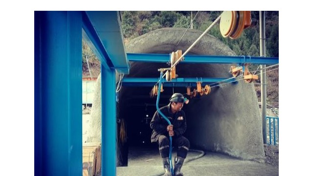 引进探天下金属探测安检门,富源县欣欣煤矿确保安全生产