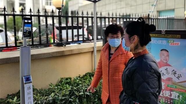 人脸识别门禁测温系统结合门禁和测温,安全建设小区疫情新防线