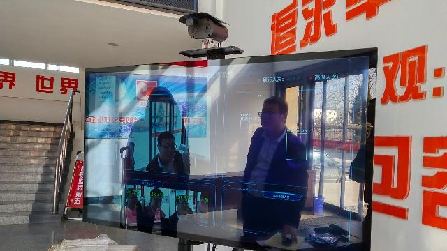 扎实开展防疫工作,竹溪县行政审批局引入红外自动测温设备