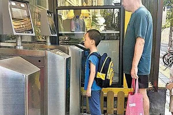 幼儿园人脸识别通道闸
